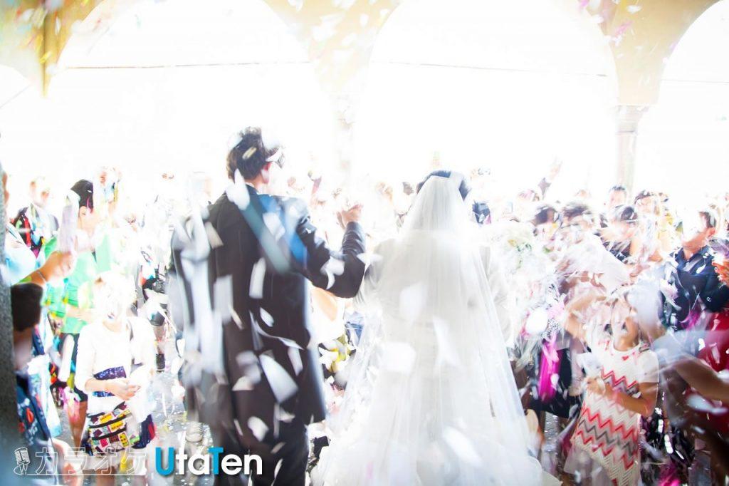 結婚式  新郎新婦退場 定番ソング